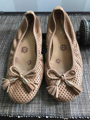 Stylish, comfortable shoes for women over 40: ballet flats with tassels