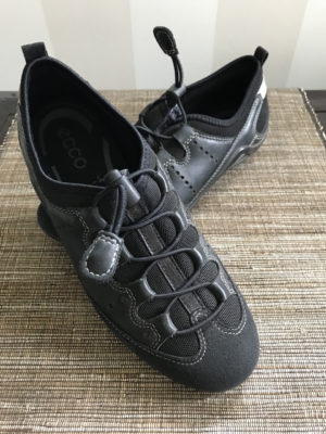 Stylish, comfortable shoes for women over 40: black walking shoes