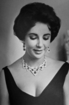 Elizabeth Taylor wears a Cartier necklace