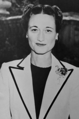 Wallis Simpson wears her Cartier peacock brooch